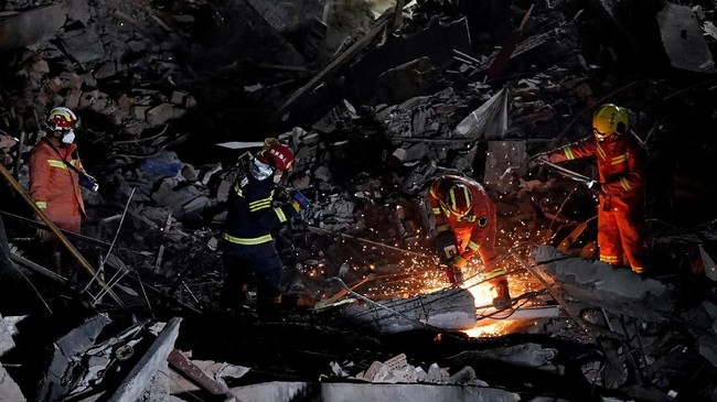Tujuh korban meninggal di lokasi kejadian setelah sempat mendapat pertolongan pertama. (REUTERS/Aly Song)