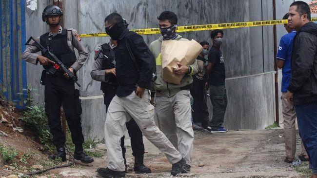 Densus 88 Ringkus 6 Terduga Teroris JAD di 3 Kota