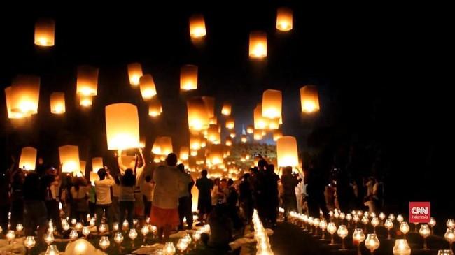 VIDEO: Ribuan Lampion Hiasi Candi Borobudur di Hari Waisak