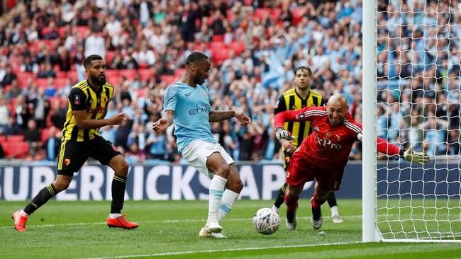 Raheem Sterling mencetak dua gol di laga ini dan membuatnya sudah mencetak 25 gol sepanjang musim ini. Ia hanya kalah dari Sergio Aguero yang menjaringkan 32 gol di semua kompetisi. (REUTERS/David Klein)