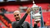 Manajer Manchester City, Pep Guardiola, menyamai torehan Jose Mourinho dan Alex Ferguson karena berhasil meraih Piala FA, Liga Inggris, dan Piala Liga Inggris. (Action Images via Reuters/John Sibley)