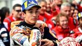Bekas jatuh yang tersisa di baju balap Marc Marquez masih terlihat cukup jelas ketika sang pebalap menyelesaikan sesi kualifikasi. (JEAN-FRANCOIS MONIER / AFP)