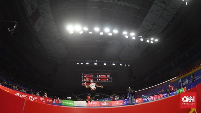 Indonesia kemudian memastikan kemenangan atas Inggris pada pertandingan pertama melalui tunggal putra Anthony Sinisuka Ginting. (CNN Indonesia/Putra Permata Tegar Idaman)