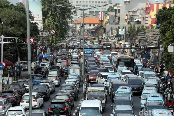 Potret Macetnya Jalan Menuju Pasar Tanah Abang dan Thamrin City