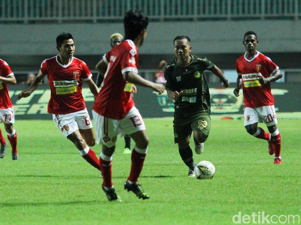 PS Tira Persikabo bertanding melawan Perseru Badak Lampung di Stadion Pakansari, Cibinong, Sabtu (18/5/2019) malam WIB.