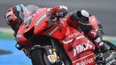 Pebalap Ducati, Danilo Petrucci, yang terpaut 0,360 detik dari Marc Marquez akan memulai start dari posisi kedua. (Photo by JEAN-FRANCOIS MONIER / AFP)