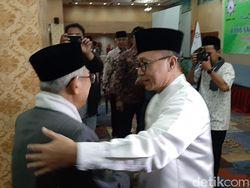 Bertemu di Bukber PERTI, Zulkifli Hasan Ucapkan Selamat ke Ma'ruf Amin