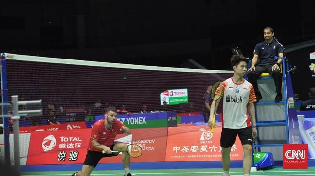 Kevin Sanjaya berhasil memenangkan duel di depan net. Kevin/Marcus mampu menang dua gim langsung atas Ellis/Langridge. (CNN Indonesia/Putra Permata Tegar Idaman)