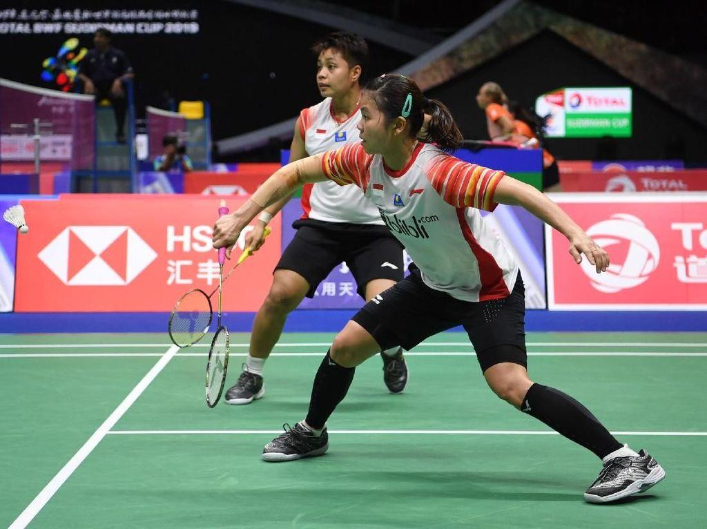 Indonesia menambah lagi skor jadi 4-0 setelah ganda putri, Greysia Polii/Apriyani Rahayu, menang 21-16 dan 21-18, dalam tempo 45 menit atas Chloe Birch/Laurent Smith.