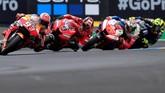 Danilo Petrucci, Jack Miller, dan Valentino Rossi menjadi penguntit Marc Marquez pada awal balapan. (REUTERS/Gonzalo Fuentes)