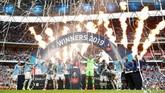 Manchester City jadi tim Inggris pertama yang meraih tiga gelar kompetisi domestik dalam satu musim setelah mengalahkan Watford 6-0 dalam final Piala FA di Stadion Wembley, London, Sabtu (18/5). (Action Images via Reuters/John Sibley)