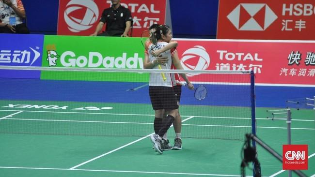Greysia Polii/Apriyani Rahayu sukses membuat skor menjadi 4-0 untuk Indonesia setelah menang 21-16 dan 21-18. (CNN Indonesia/Putra Permata Tegar Idaman)