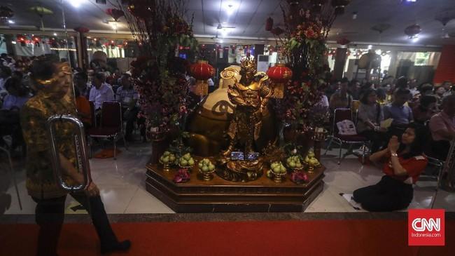 Perayaan Waisak merupakan penghormatan bagi peristiwa penting dari kehidupan Buddha yaitu, hari kelahiran Buddha dan pencapaian pencerahannya serta memperingati hari kematian Buddha menuju nirvana. (CNN Indonesia/ Hesti Rika)