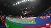 Indonesia meraih poin pertama melalui ganda putra Kevin Sanjaya/Marcus Gideon yang menghadapi Marcus Ellis/Chris Langridge. (CNN Indonesia/Putra Permata Tegar Idaman)