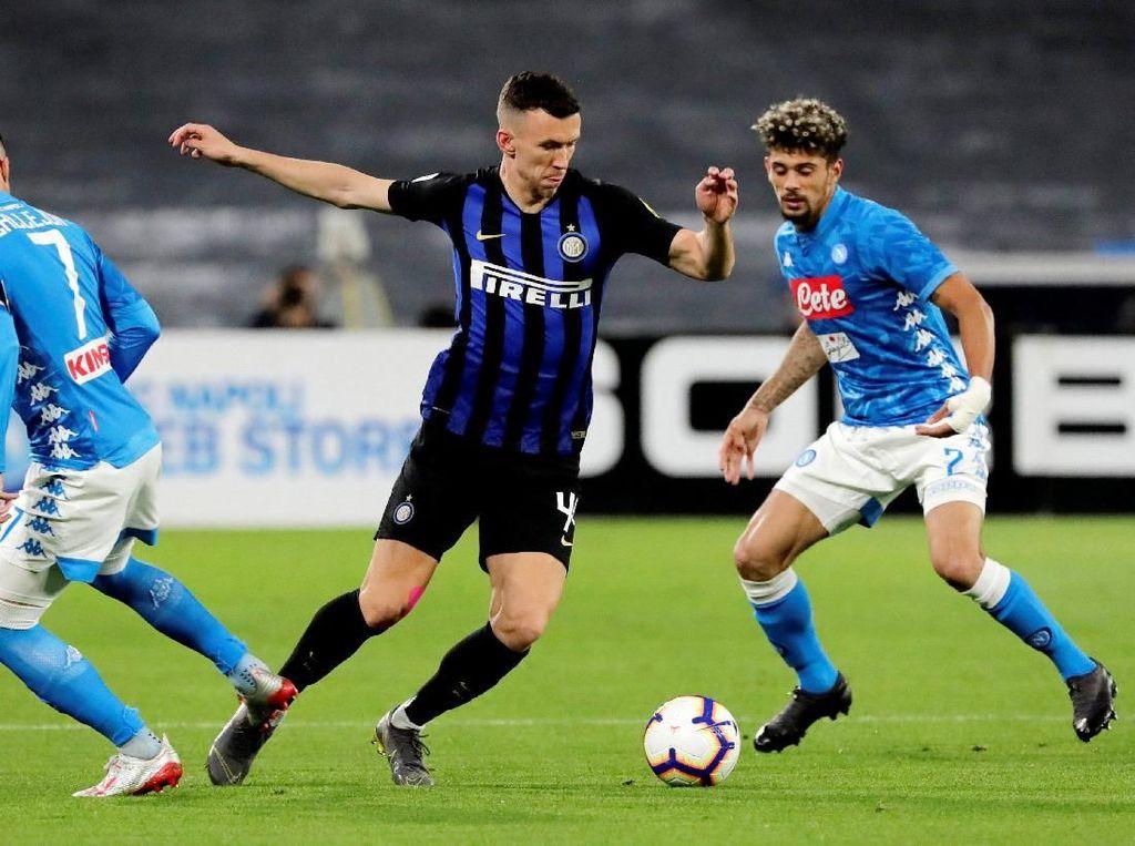 Sementara Inter punya 22 tembakan, namun juga mencatatkan enam yang mengarah ke gawang. Reuters/Ciro De Luca.
