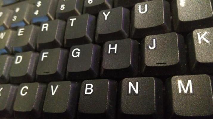 Kenapa Ada Tonjolan Kecil pada Huruf F dan J di Keyboardmu?