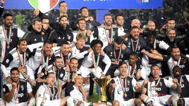 Gelar scudetto musim ini jadi yang kedelapan beruntun bagi Juventus dan lima di antaranya diraih saat diasuh Massimiliano Allegri. (REUTERS/Massimo Pinca)