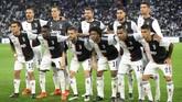 Andrea Barzagli yang dibeli Juventus dari VfL Wolfsburg pada 2011 dengan harga hanya €300 ribu didaulat menjadi kapten tim saat melawan Atalanta. (REUTERS/Massimo Pinca)