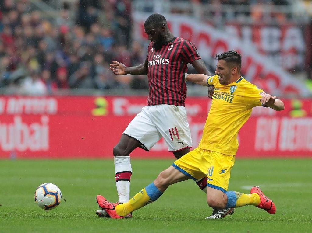 Tempo pertandingan menurun setelah Milan unggul dua gol. Tak ada peluang nyata sampai menit ke-76, dari kaki Federico Dionisi. Sudah berada di muka gawang Milan, sepakannya masih melambung.