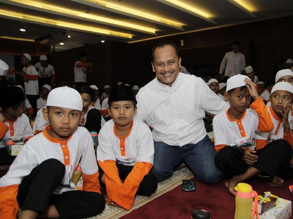 Hadir dalam acara tersebut Direktur Utama Wika Gedung Nariman Prasetyo saat acara santunan untuk anak yatim di Jakarta, Senin (20/5/2019). Foto: dok. WEGE