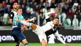 Cristiano Ronaldo yang baru saja dinobatkan sebagai pemain terbaik Liga Italia gagal menambah pundi-pundi golnya yang saat ini berjumlah 21 gol. (REUTERS/Massimo Pinca)