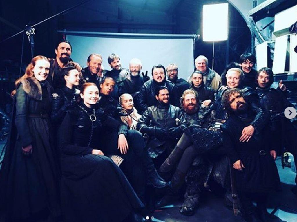Para bintang Game of Thrones mengunggah foto kebersamaan mereka usai serial itu berakhir. Dok. Instagram/emiliaclarke