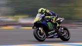 Valentino Rossi tidak mampu berbuat banyak dalam balapan di Sirkuit Le Mans dan harus puas finis di urutan kelima. (REUTERS/Gonzalo Fuentes)