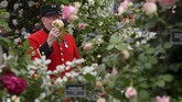 Dalam festival bunga ini keluarga kecil Kate Middleton menghadiri festival tersebut dan terlihat gembira bersama keluarganya. (REUTERS/Simon Dawson)