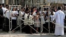 Sebulan Bom Paskah, Umat Katolik Sri Lanka Gelar Doa Bersama
