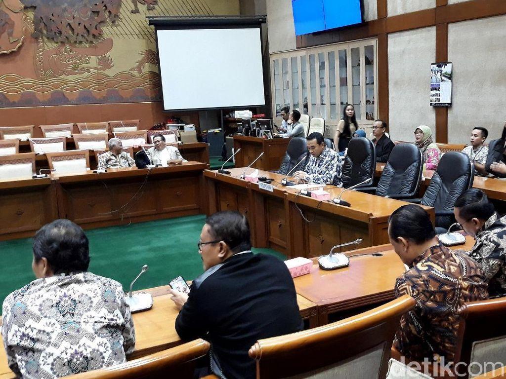 RDP sendiri dihadiri oleh 9 orang anggota dari 6 fraksi. Rapat juga diputuskan berjalan terbuka.