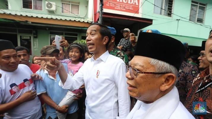 Jokowi mengutarakan soal menghajar pungli-pungli berkaitan perizinan, pencopotan pejabat-pejabat lambat, dan membubarkan lembaga yang tidak bermanfaat.