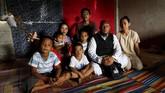 Salah satu penduduk Marawi yang masih mengungsi, Mohammad Ali Acampong (42) memutuskan membuka sekolah di pengungsian bagi anak-anak korban konflik. (REUTERS/Eloisa Lopez)