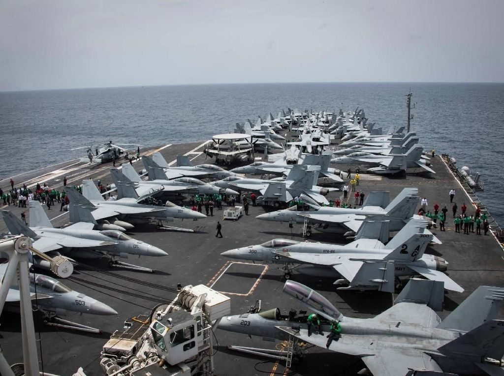 Kapal induk ini menjadi lambang kekuatan AS di Timur Tengah. Foto: Reuters
