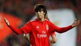 Manchester United dilaporkan media Portugal Record, siap menebus klausul pelepasan kontrak wonderkid Benfica, Joao Felix, yakni sebesar£105 juta. Namun Man United harus bersaing dengan Real Madrid untuk mendapatkan pemain berusia 19 tahun. (REUTERS/Pedro Nunes/File Photo)