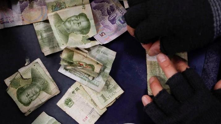 Di saat hubungan Amerika Serikat dengan China kembali memanas, mata uang yuan justru menguat melawan rupiah pada perdagangan Selasa (11/6/19)