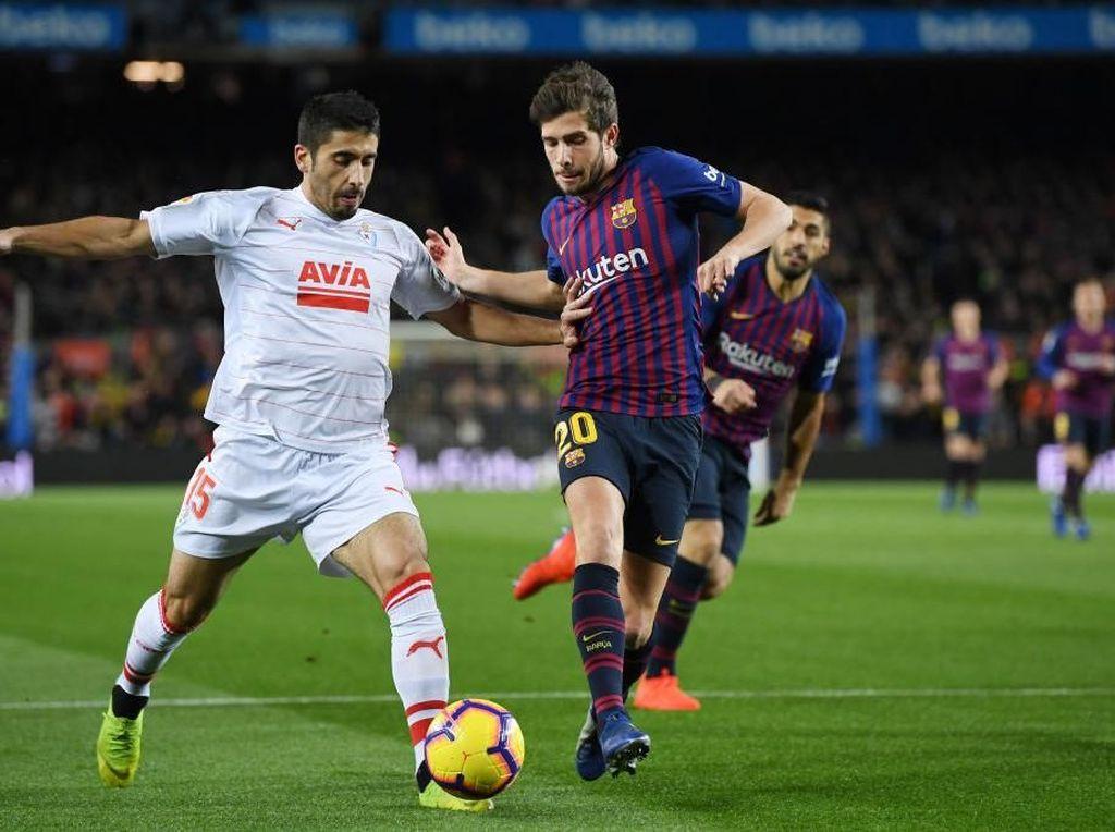 Jose Angel Cote adalah pengawal sisi kanan pertahanan Alaves. Dia juga tampil apik musim ini. (David Ramos/Getty Images)