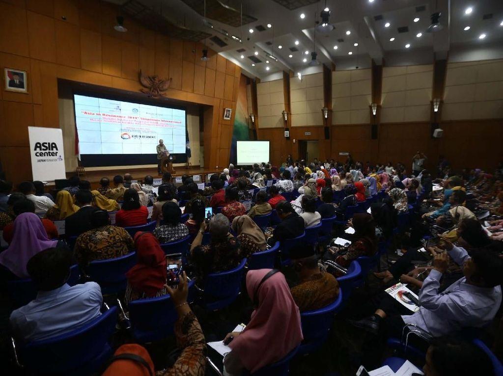 Simposium Internasional bertajuk Asia in Resonance ini ditujukan untuk menjalin kolaborasi masyarakat ASEAN dan Jepang melalui pendidikan karakter dalam program NIHONGO Partners.