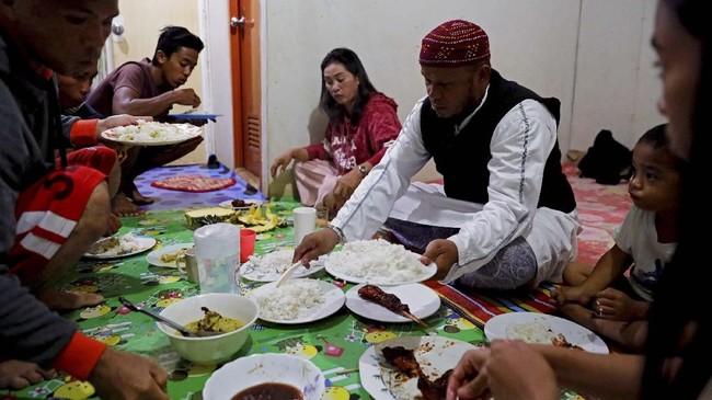 Perang di Marawi pada Mei 2017 terjadi menjelang Ramadan. Kini para penduduk masih harus melewati bulan suci Islam ini di pengungsian. (REUTERS/Eloisa Lopez)