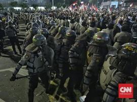 Polisi Pukul Mundur Massa Aksi Bawaslu Pakai Gas Air Mata