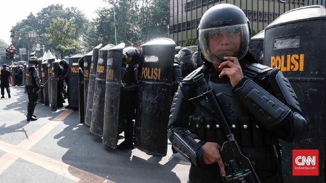 Bentuk Dukungan, Relawan Jokowi Bagi Takjil ke Aparat di HI