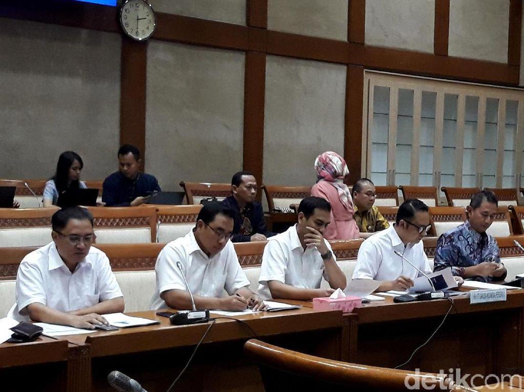 Selain itu, RDP hari ini Komisi VI juga ingin mendengarkan pendapat dari direksi Garuda Indonesia soal kisruh tarif tiket yang melambung tinggi.