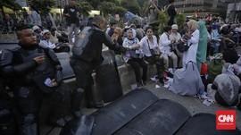 Takut Diracun, Peserta Aksi di Bawaslu Bawa Makanan Sendiri