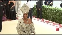 VIDEO: Rihanna Bakal Rilis Lini Fesyen Setaraf Dior