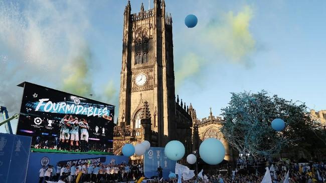 Suasana panggung perayaan juara Manchester City yang berlokasi di dekat katedral Manchester City. (Action Images via Reuters/Lee Smith)