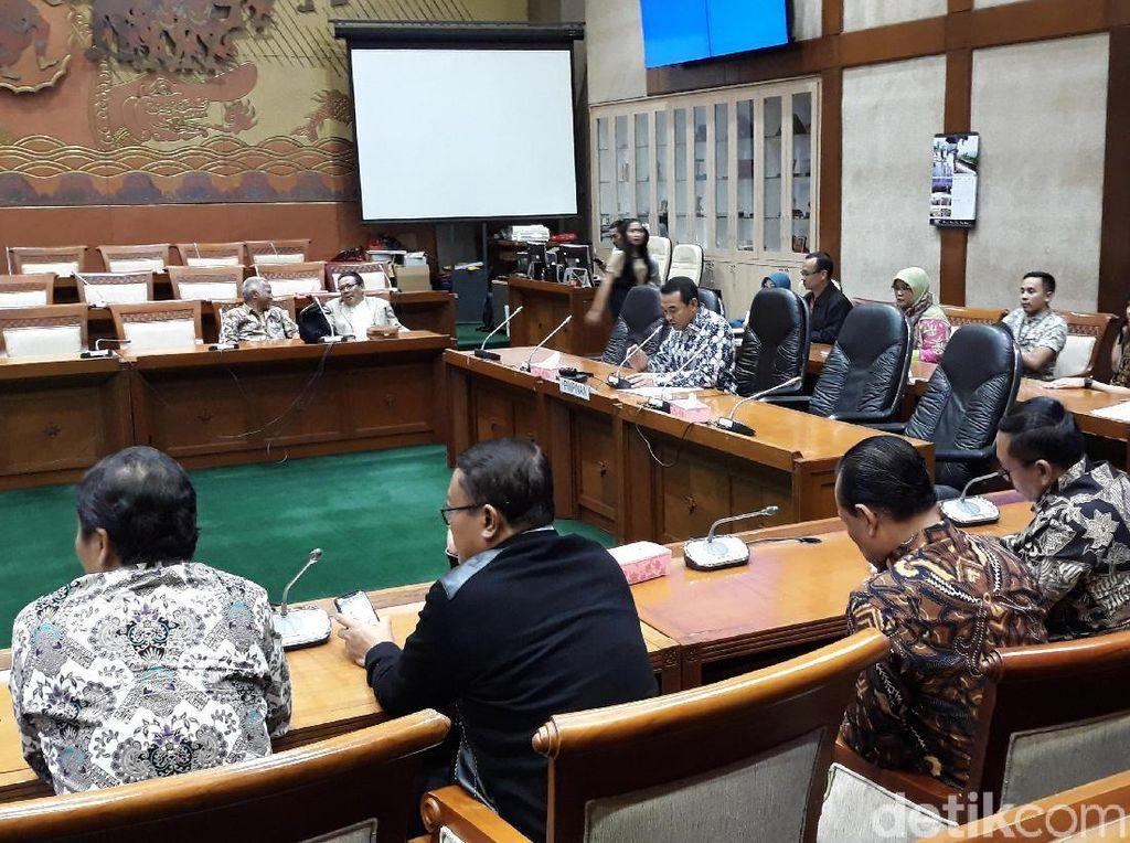 Teguh melanjutkan, Komisi VI tentu menyambut baik Garuda Indonesia yang akhirnya meraup laba setelah sebelumnya terus menerus merugi. Namun Komisi VI penasaran mengapa torehan itu justru menimbulkan kekisruhan.
