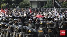 Ratusan Orang Berbaju Putih Kepung Bawaslu, Polisi Siaga