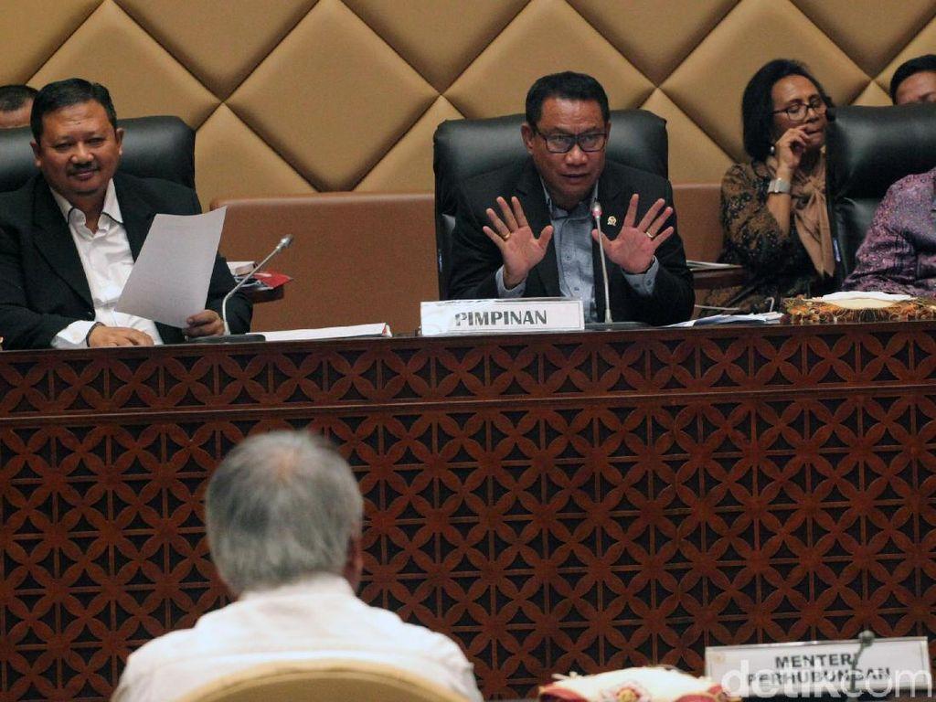 Rapat yang digelar di ruang Komisi V Komplek Parlemen, Senayan, Jakarta, Selasa (21/5/2019) tersebut dipimpin oleh Ketua Komisi V DPR RI Fary Djemi Francis.