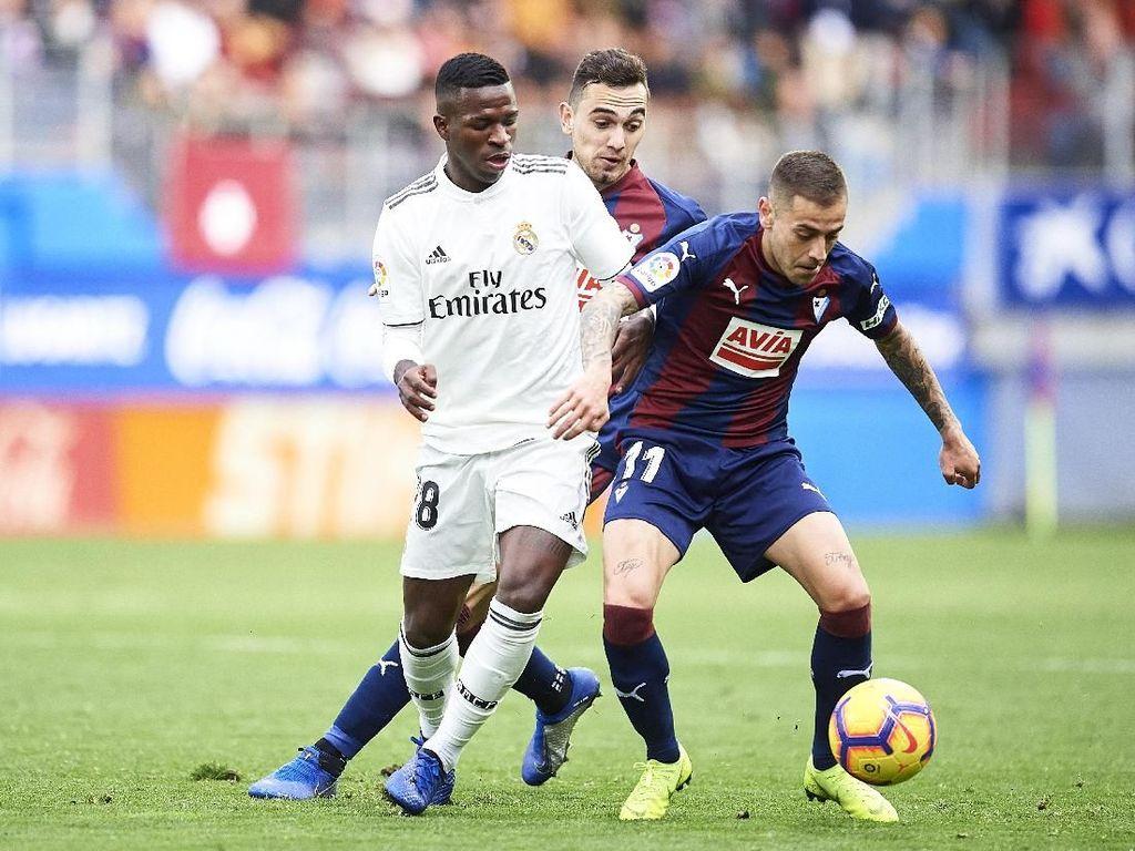 Finis di posisi ke-12, Eibar mengirimkan dua pemainnya masuk starting XI terbaik LaLiga musim ini. Salah satunya adalah bek kanan Ruben Pena.(Juan Manuel Serrano Arce/Getty Images)