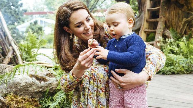 Anggunnya Kate Middleton di Hari Pertama Sekolah Charlotte
