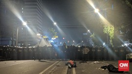 Massa Aksi Bawaslu Ngotot Rekan Mereka yang Ditahan Dilepas